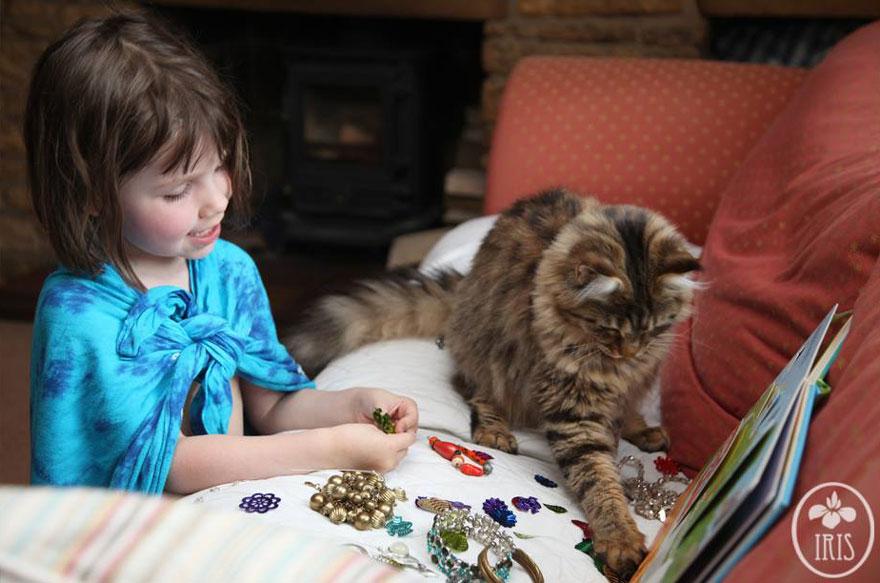Может ли кот помочь детям с аутизмом?